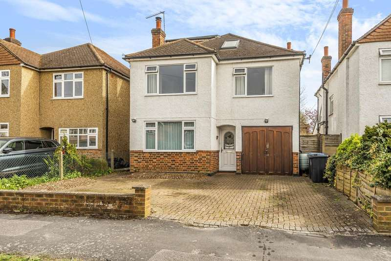 5 Bedrooms Detached House for sale in Hollies Avenue, West Byfleet, KT14