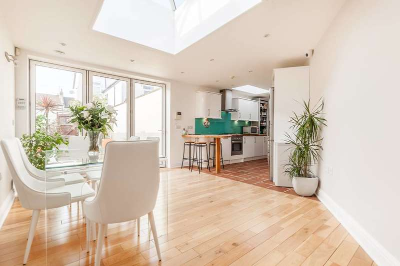 2 Bedrooms Bungalow for sale in WOODSIDE AVENUE, South Norwood, SE25