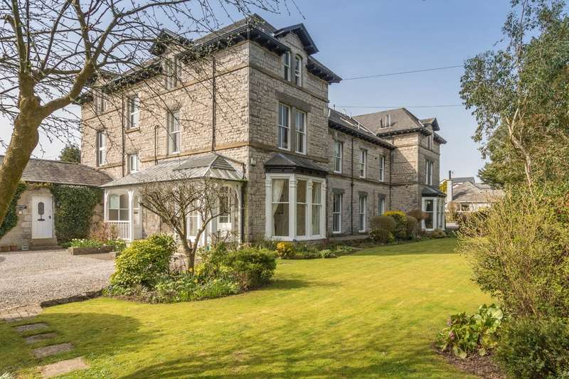 1 Bedroom Flat for sale in 10, Abbotsford House, 4 Kentsford Road, Grange-over-Sands