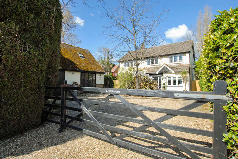 4 Bedrooms Detached House for sale in Langley Road, Chipperfield