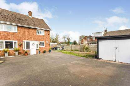 3 Bedrooms Semi Detached House for sale in Stanford-Le-Hope, Essex, .