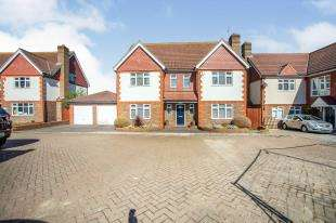 5 Bedrooms Detached House for sale in Old George Court, Main Road, Chattenden, Rochester