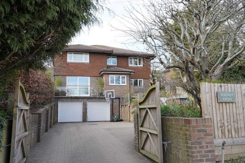 4 Bedrooms Detached House for sale in Kingston Road