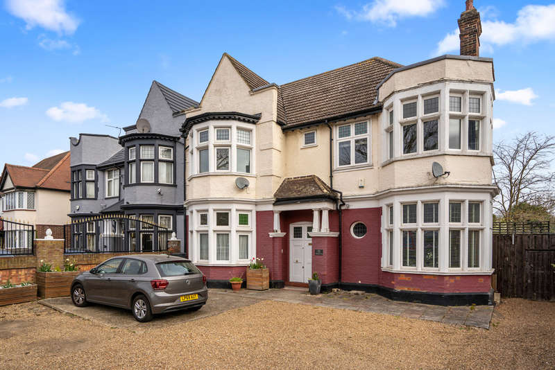 2 Bedrooms Flat for sale in Aldersbrook Road, Aldersbrook