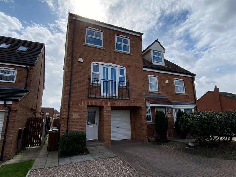 3 Bedrooms Town House for sale in Minerva Way, North Hykeham, Lincoln