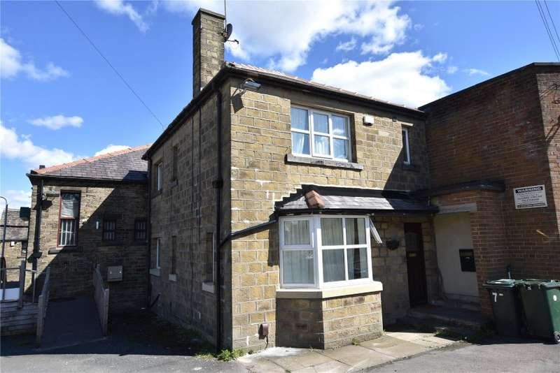 3 Bedrooms Semi Detached House for sale in 77 Woodside Road, Wyke, Bradford, West Yorkshire