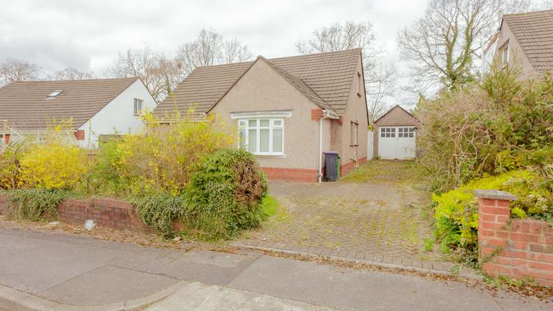 4 Bedrooms Property for sale in The Pastures, Llanyravon, Cwmbran