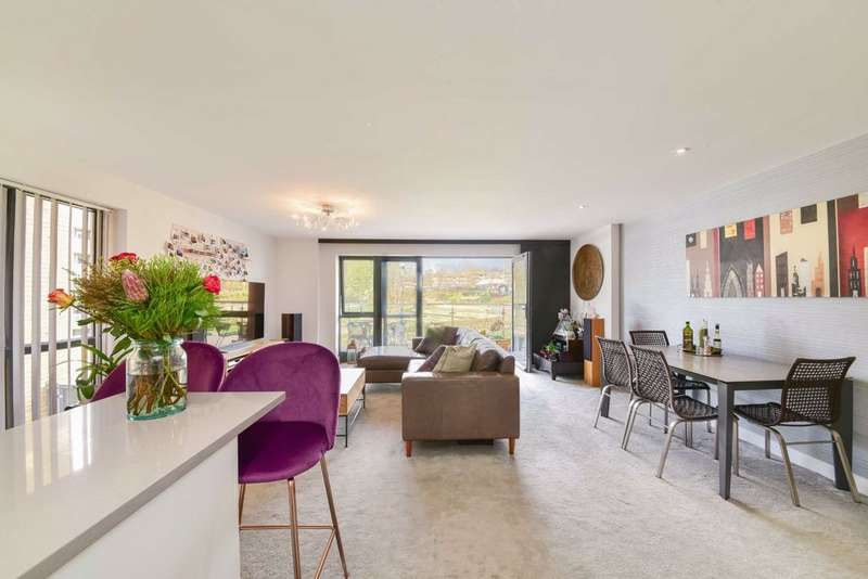 2 Bedrooms Flat for sale in Inglis Way, Mill Hill East, London, NW7
