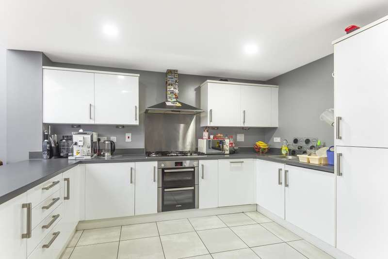 4 Bedrooms Town House for sale in Cippenham, Slough, Berkshire, SL1