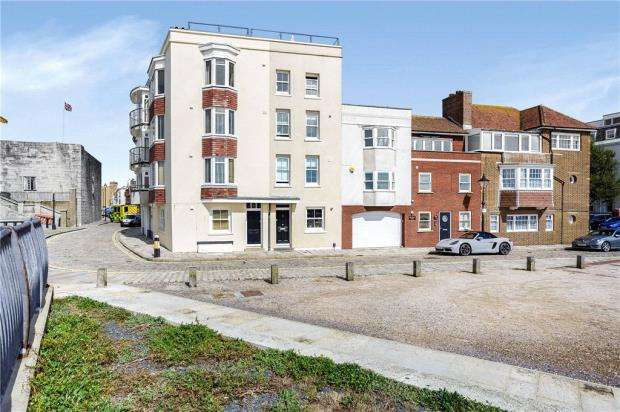 4 Bedrooms Town House for sale in Grand Parade, Old Portsmouth