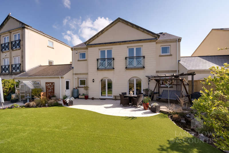 4 Bedrooms Semi Detached House for sale in Aberdeen Avenue, Manadon Park, Plymouth.