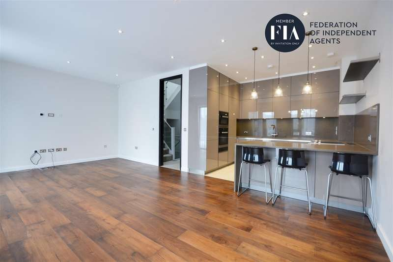 5 Bedrooms Town House for rent in Gunnersbury Mews, Chiswick