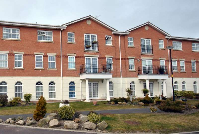 2 Bedrooms Apartment Flat for rent in Blacksmith Row, Lytham St Annes, FY8