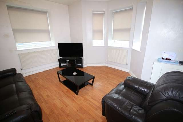 2 Bedrooms Flat for sale in 2B Carr Street, Hindley, Wigan, WN2 3LG