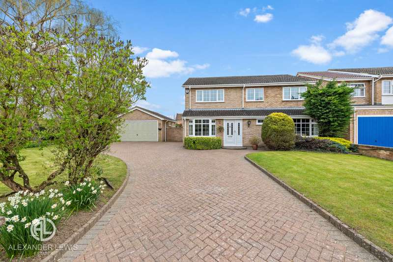 4 Bedrooms Detached House for sale in Rook Tree Close, Stotfold, Hitchin, SG5 4DN