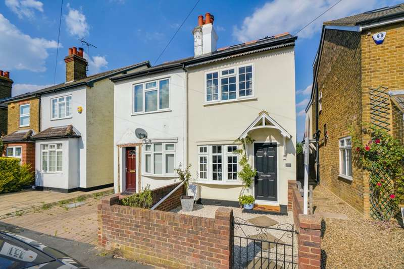 3 Bedrooms Semi Detached House for sale in Cambridge Road, Walton, KT12
