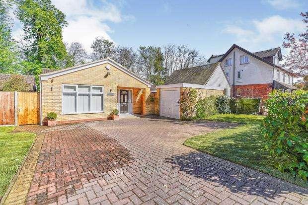 3 Bedrooms Bungalow for sale in West Byfleet, Surrey