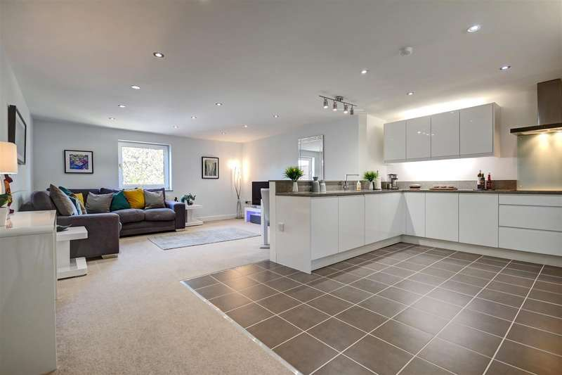 2 Bedrooms Apartment Flat for sale in High Street, Cottingham, Market Harborough