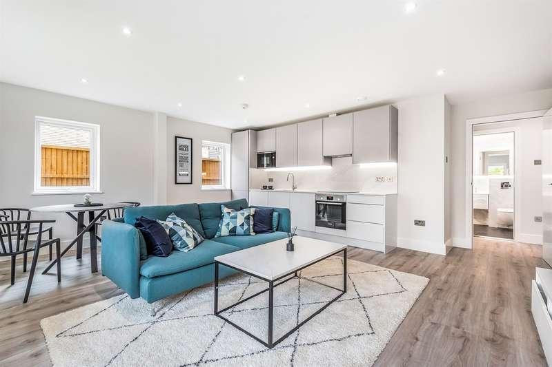 Studio Flat for sale in Bourne House, Beansheaf Grange, Old Grange Close, Calcot, Reading, RG31