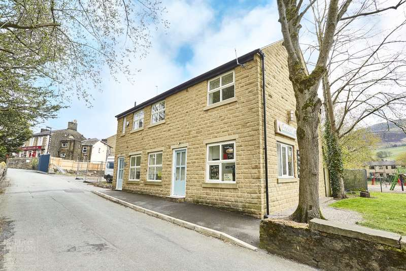 3 Bedrooms Detached House for sale in Ladhill Lane, Greenfield, Saddleworth, OL3