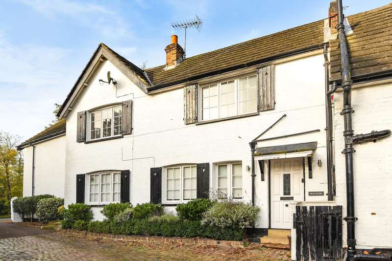 2 Bedrooms Cottage House for rent in Lime Grove, London, N20