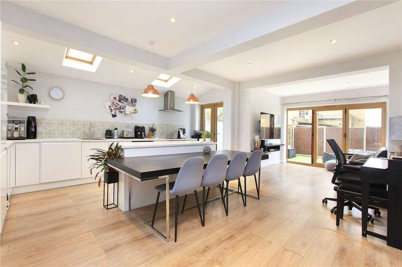 2 Bedrooms Flat for sale in Edgeley Road, Clapham, London, SW4