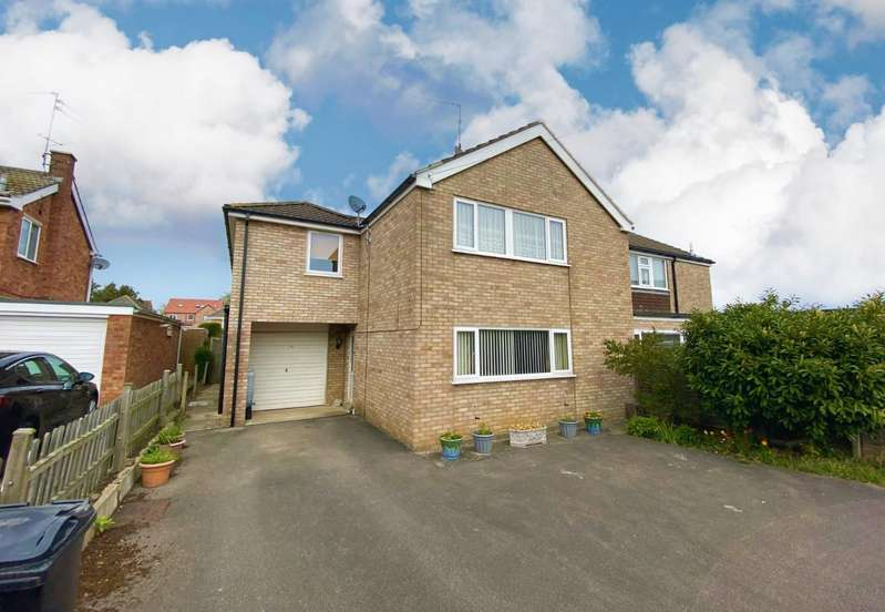 4 Bedrooms Semi Detached House for sale in Ostler Drive, Bourne