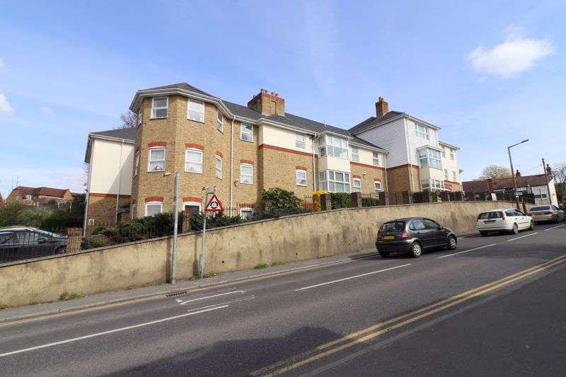 2 Bedrooms Property for sale in Crown Heights, Rayleigh, SS6 7HY
