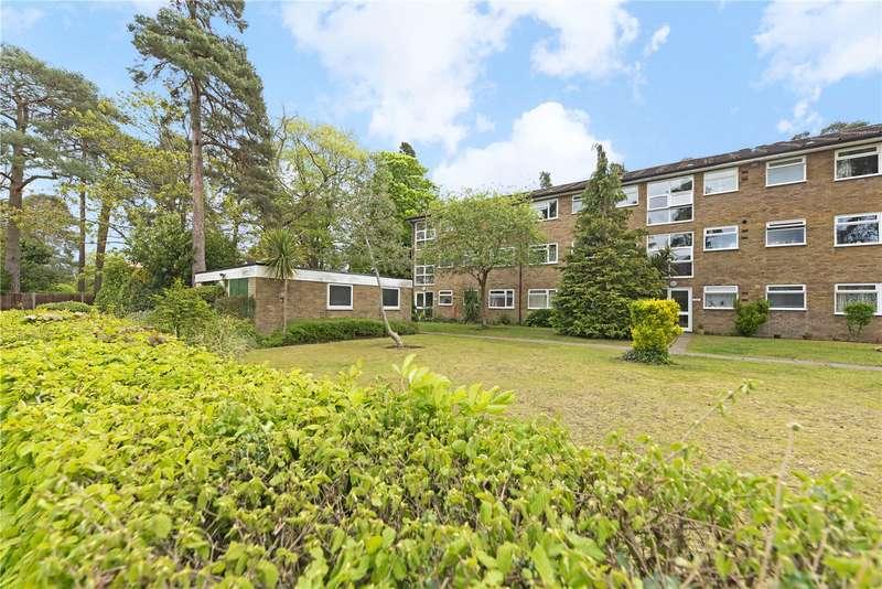 2 Bedrooms Flat for rent in Brockley Combe, WEYBRIDGE, Surrey, KT13