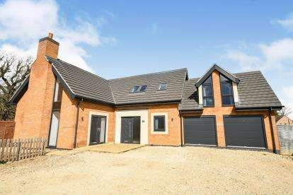 3 Bedrooms Detached House for sale in The Stables, Lodge Lane
