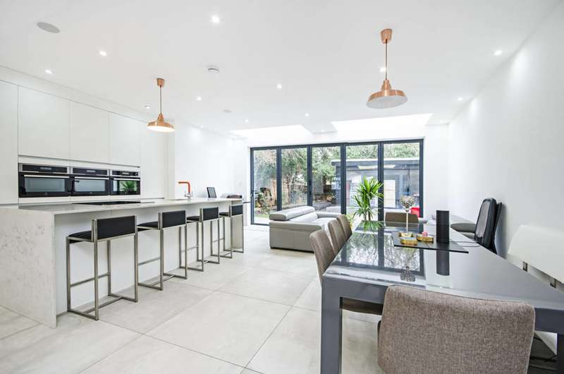 5 Bedrooms House for sale in The Vale, Temple Fortune, NW11