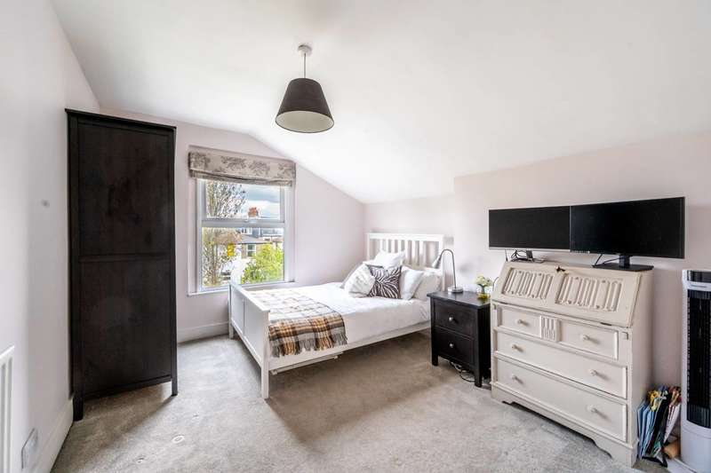 3 Bedrooms Flat for sale in Greyhound Lane, Streatham Vale, SW16