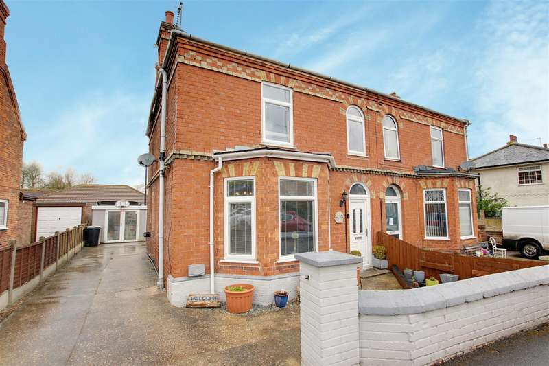 3 Bedrooms Semi Detached House for sale in South End, Hogsthorpe, Skegness