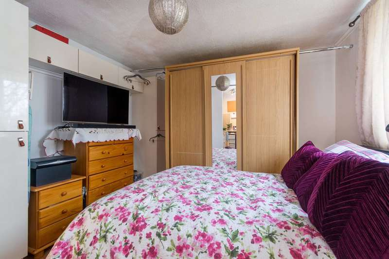Studio Flat for sale in Askew Crescent, Wendell Park, W12