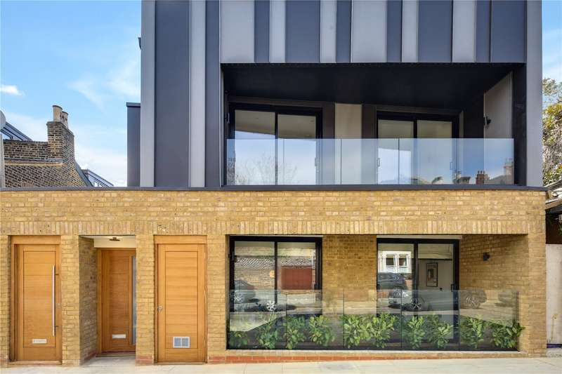 3 Bedrooms Flat for sale in Chelmer Road, Hackney, London, E9