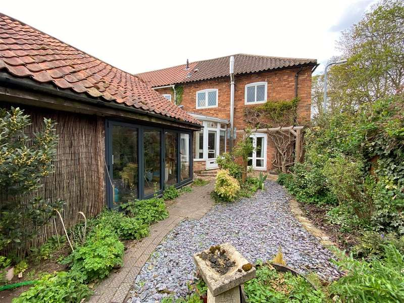 3 Bedrooms Semi Detached House for sale in Church Lane, Sudbrooke, Lincoln