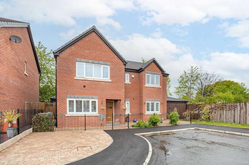 4 Bedrooms Detached House for sale in Brookmoor Road, Prestwich