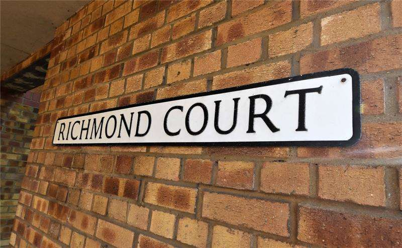 2 Bedrooms Apartment Flat for sale in Richmond Avenue, Shoeburyness, Southend-on-Sea, Essex, SS3