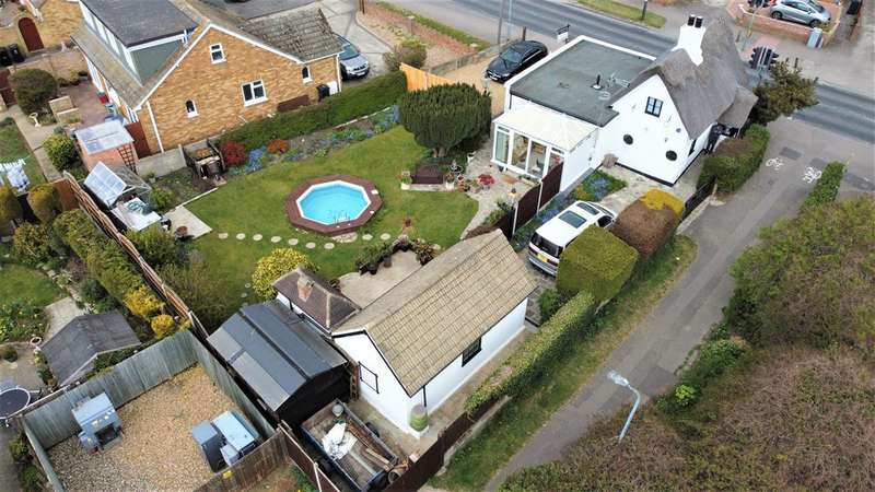 3 Bedrooms Detached House for sale in St Johns Road, Clacton on Sea