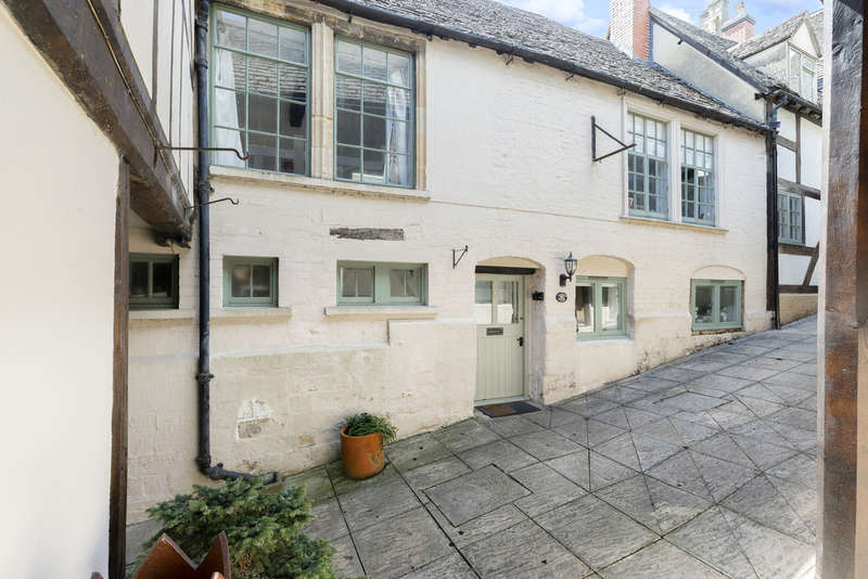 2 Bedrooms Cottage House for sale in The George, Winchcombe GL54 5LJ