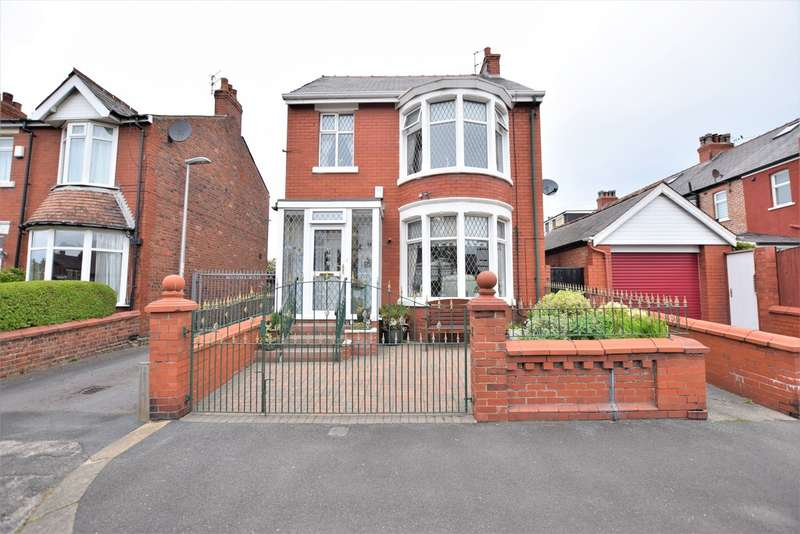 3 Bedrooms Detached House for sale in Woodland Grove, Blackpool