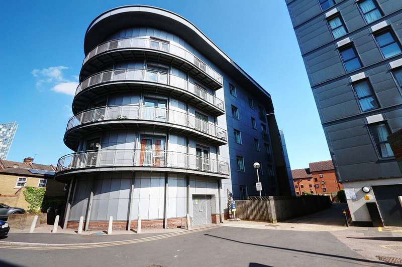 2 Bedrooms Flat for sale in Roden Street, Ilford, IG1