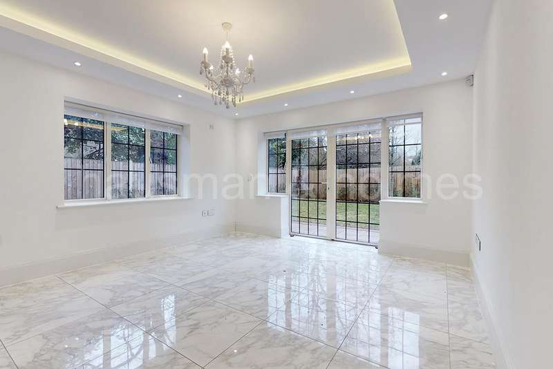 5 Bedrooms Detached House for sale in Chandos Way, NW11