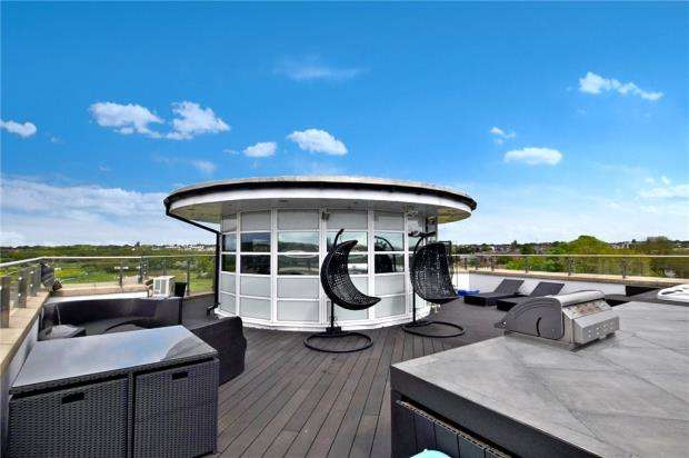 3 Bedrooms Apartment Flat for sale in Rotary Way, Colchester, Essex