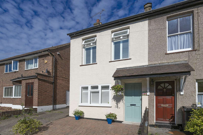 2 Bedrooms End Of Terrace House for sale in West Grove, Woodford Green