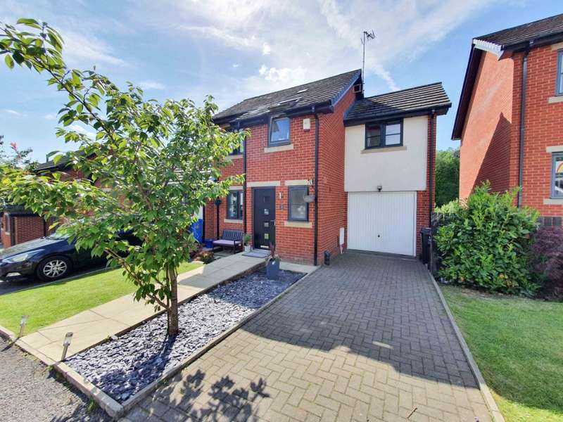 4 Bedrooms Semi Detached House for sale in Owls Gate, Lees, Oldham, OL4 3FL
