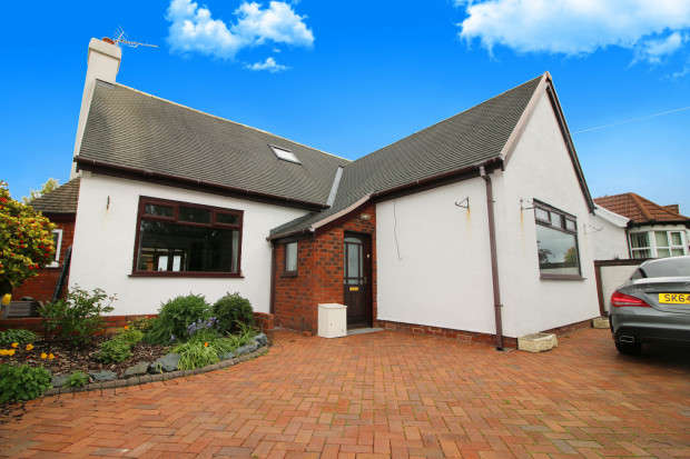 3 Bedrooms Bungalow for sale in West Drive, Thornton-Cleveleys, FY5