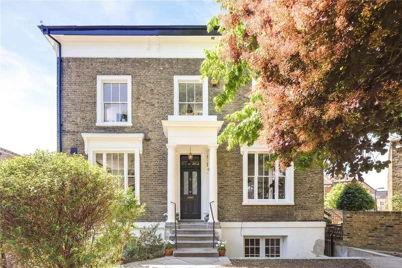 4 Bedrooms Flat for sale in Cassland Road, Hackney, London, E9