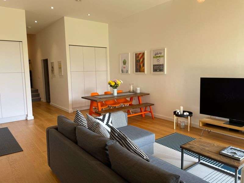 1 Bedroom Property for sale in Lakeshore Drive, Bristol