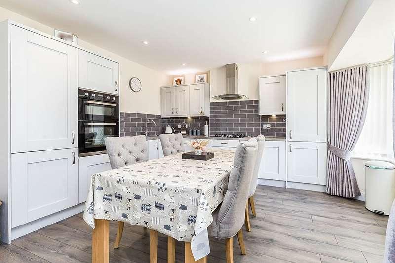 3 Bedrooms Detached Bungalow for sale in Bent Lane, Leyland, PR25